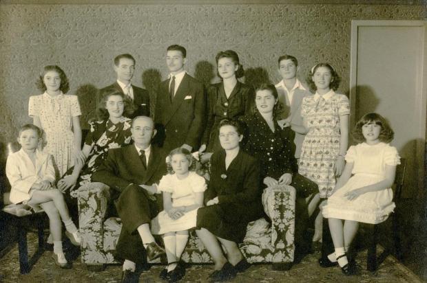Família de Raymundo Magnabosco em 1946 Studio Geremia/Acervo Arquivo Histórico Municipal João Spadari Adami,divulgação