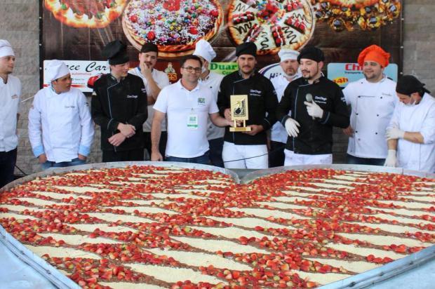 Pizzaria de Canela conquista recorde com pizza gigante de coração Luciano Cadari/Divulgação