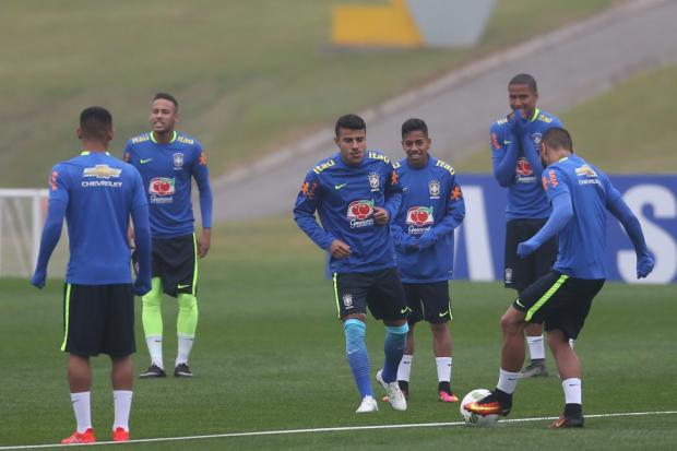 Luan é testado como titular na vaga de Gabigol em treino da seleção Lucas  Figueiredo   ad4b5df2b16ee