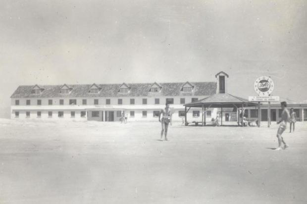 Paraíso: uma praia e um hotel em 1952 Acervo pessoal de Clóvis Granzotto/Divulgação