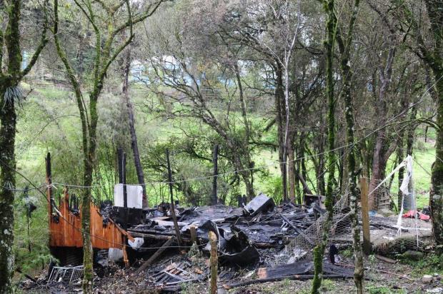 Quatro pessoas ficam feridas em incêndio em Caxias do Sul Roni Rigon/Especial