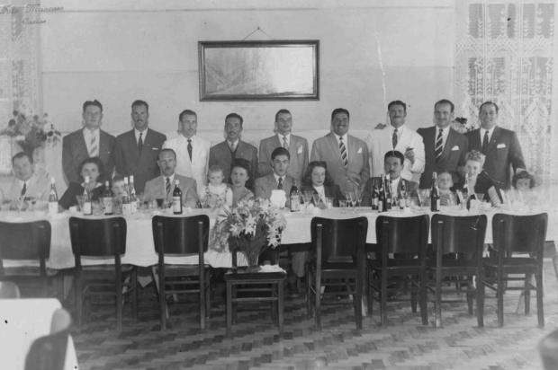 Um almoço no Caxias Hotel em 1947 0/Foto Mancuso,Acervo de família