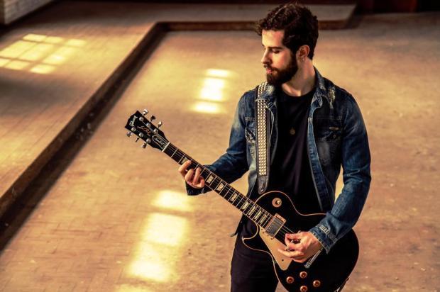 3por4: Guitarrista Sasha Z lança single de rock instrumental Lú Ruzzarin Basso/Divulgação
