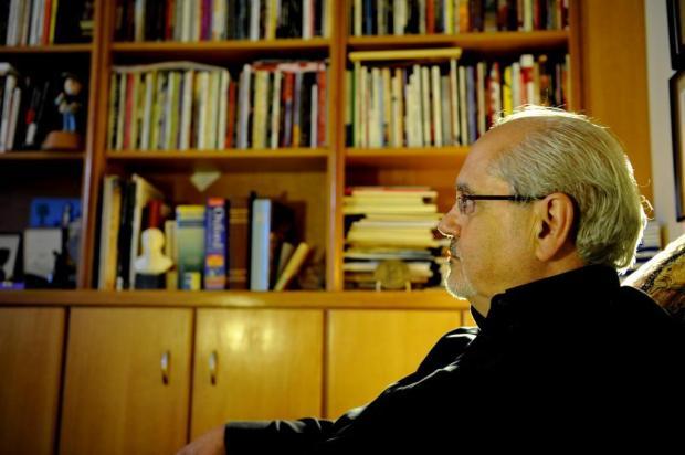 """""""O livro é beneficiado pelo mundo digital"""", diz Luiz Antonio de Assis Brasil Adriana Franciosi/Agencia RBS"""