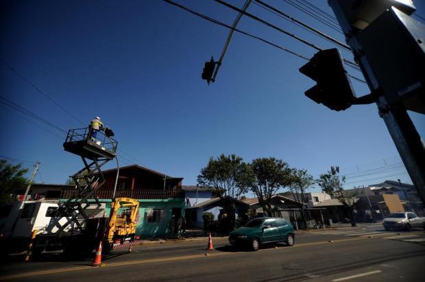 Após atropelamentos, Rua Jacob Luchesi, em Caxias, ganha novo semáforo Diogo Sallaberry/Agencia RBS
