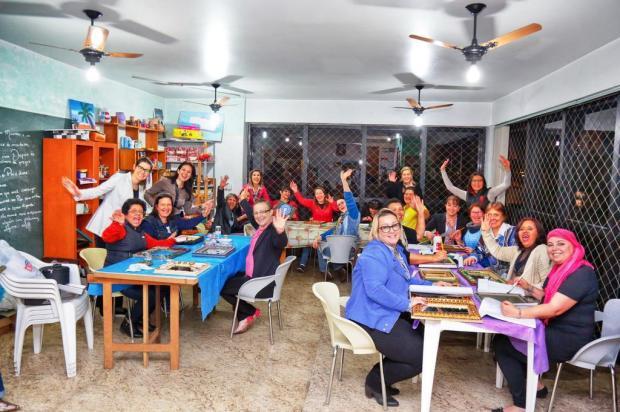 3por4: Alunas de arte terapia preparam ação do Outubro Rosa Fernando Maccagnan/Divulgação