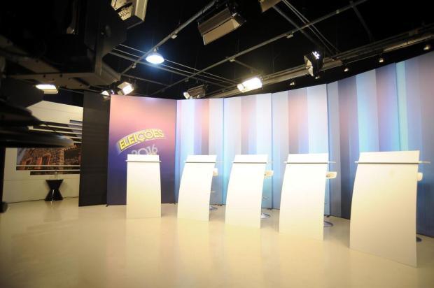 Candidatos a prefeito de Caxias do Sul aguardam início do debate na RBS TV Felipe Nyland/Agencia RBS