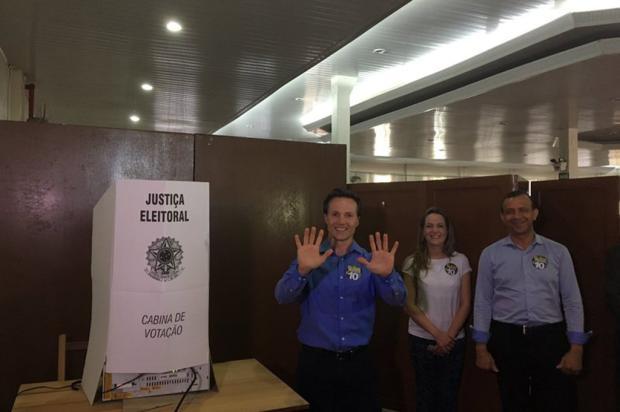 Daniel Guerra é o último candidato a prefeito a votar em Caxias do Sul Suelen Mapelli / Gaúcha Serra/Gaúcha Serra
