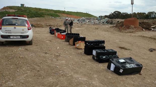 Brigada Militar de Farroupilha destrói 39 aparelhos de som automotivo Brigada Militar / divulgação/divulgação