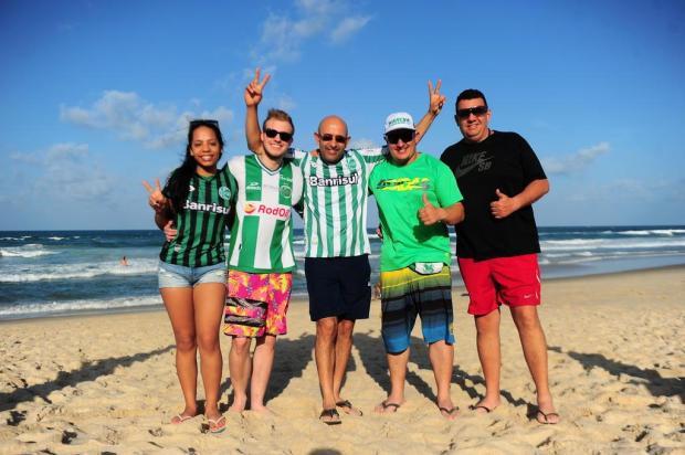 Torcedores do Juventude curtem as praias de Fortaleza e aguardam pelos ingressos Porthus Junior/Agencia RBS