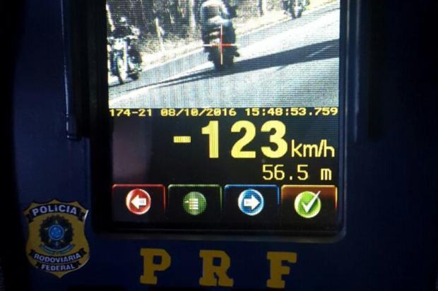 Quase 2 mil veículos são flagrados em alta velocidade na BR-470, entre Nova Prata e Barão Polícia Rodoviária Federal/Divulgação