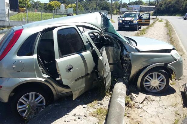 Jovem fica ferido após colidir veículo em poste na BR-116, em Caxias Polícia Rodoviária Federal / Divulgação/Divulgação