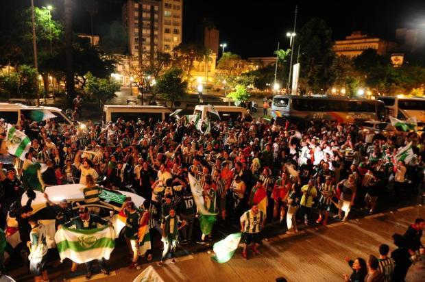 Torcida do Ju invade as ruas de Caxias do Sul para comemorar acesso Jonas Ramos/Agencia RBS