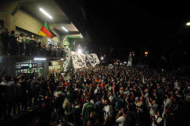 Milhares de torcedores do Juventude recebem a equipe após a conquista do acesso para a Série B Felipe Nyland/Agencia RBS