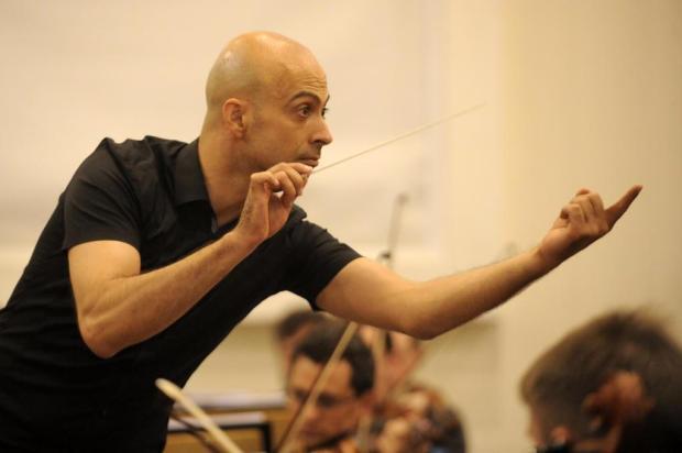 Maestro português rege concerto da Osucs em homenagem ao Dia das Crianças Marcelo Casagrande/Agencia RBS