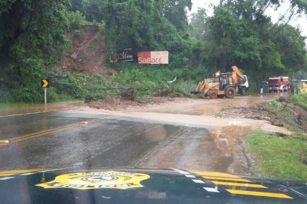 Quatro pontos da BR-116 estão bloqueados em função da chuva na Serra PRF / Divulgação/Divulgação