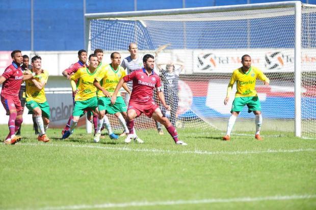 Técnico Luiz Carlos Winck deve mexer na equipe do Caxias para segundo duelo da decisão Roni Rigon/Agencia RBS