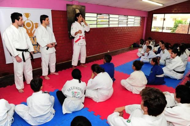 Técnica da seleção feminina, Rosicleia Campos se emociona em encontro com jovens de projeto social Porthus Junior/Agencia RBS