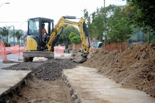 Diferença de agendas do Samae e da Secretaria de Obras provoca retrabalho na Plácido de Castro, em Caxias do Sul Felipe Nyland/Agencia RBS