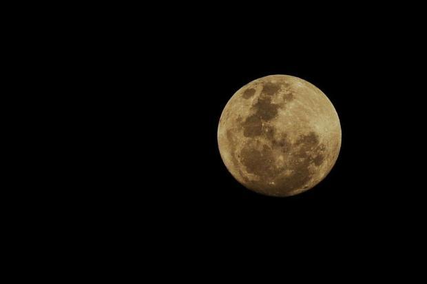 """Fenômeno da """"superlua"""" já pode ser observado no céu Diogo Sallaberry/Agencia RBS"""