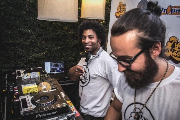 DJs Mono e Muzak se apresentam nesta segunda, em Caxias Rodrigo Oliveira/Divulgação