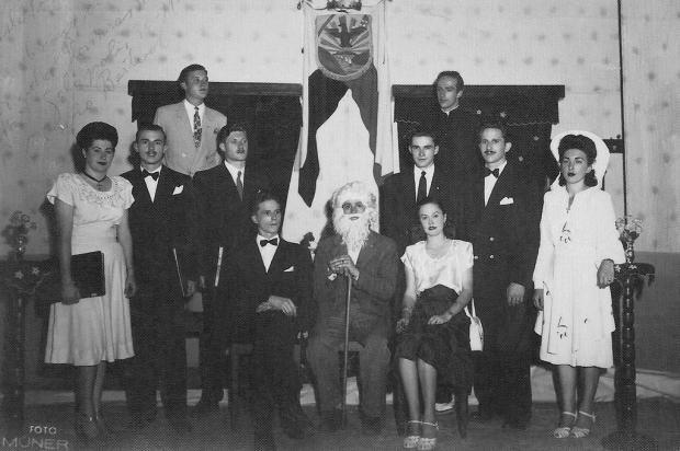 No palco do Cine Operário de Galópolis em 1947 Sisto Muner/divulgação