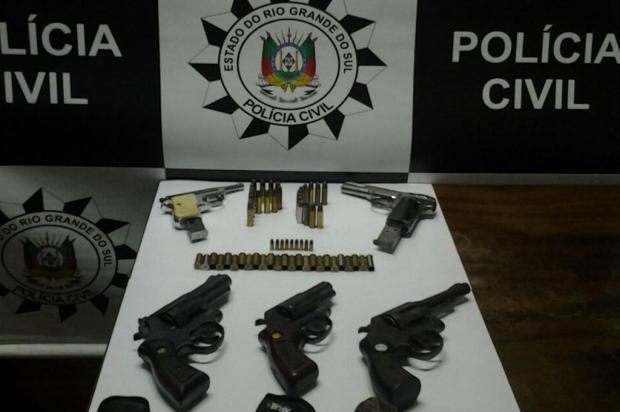 Polícia Civil apreende cinco armas na casa de homem que tentou matar a ex-mulher em Caxias Polícia Civil/Divulgação