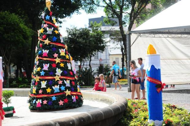 Decoração de Natal na Praça Dante Alighieri, em Caxias, terá árvore no centro do chafariz e cascata de luz Porthus Junior/Agencia RBS
