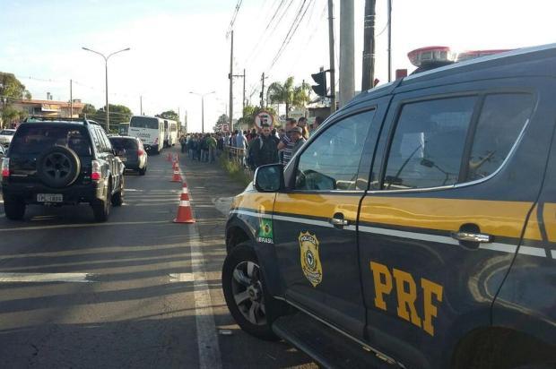Após 180 demissões, trabalhadores protestam na empresa Guerra, em Caxias Polícia Rodoviária Federal/Divulgação