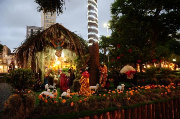 Boneco do Papai Noel some da Praça Dante Alighieri, em Caxias do Sul Porthus Junior/Agencia RBS