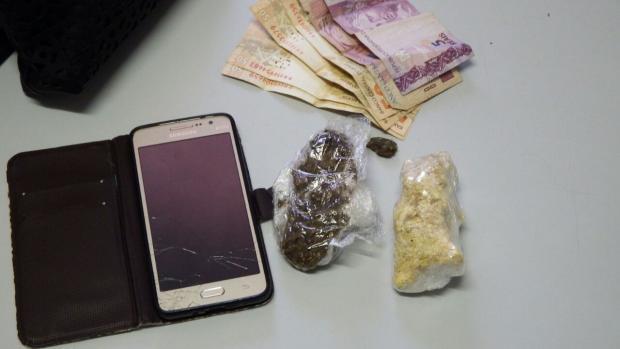 Mulheres são presas tentando entrar com drogas no presídio do Apanhador, em Caxias Polícia Civil/Divulgação