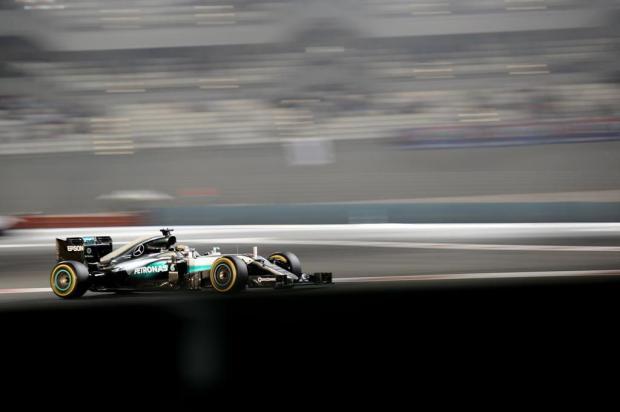 Campeão da Fórmula 1 de 2016 será conhecido neste domingo em Abu Dhabi MOHAMMED AL-SHAIKH //AFP