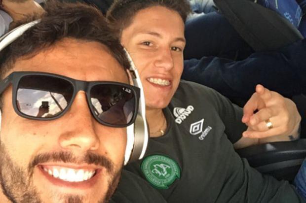 Quatro jogadores e outros três profissionais que atuaram na dupla Ca-Ju estavam no avião da Chapecoense Reprodução/