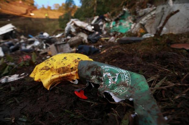 Destroços, lama e objetos dos passageiros formam o cenário da tragédia da Chapecoense Bruno Alencastro/Agencia RBS