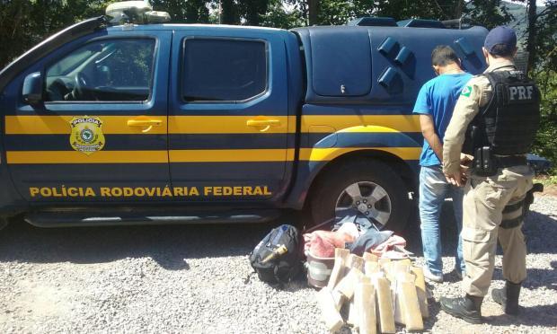 Passageiro é preso com 18kg de maconha em rodovia da Serra PRF / Divulgação/Divulgação