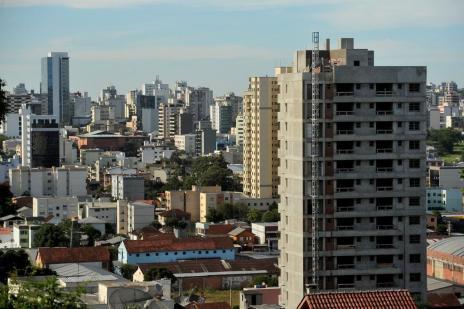 Saiba quando vale a pena antecipar o pagamento do IPVA e do IPTU (Diogo Sallaberry/Agencia RBS)