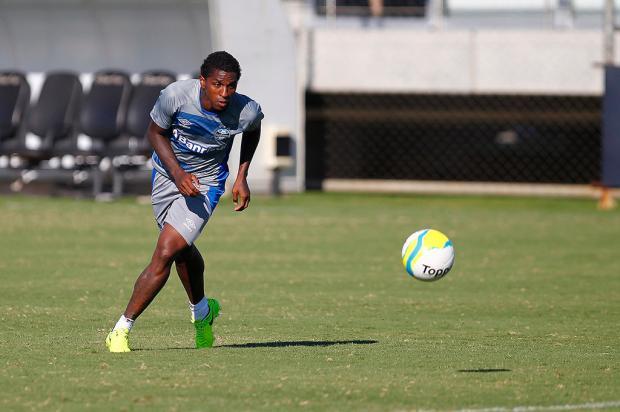 """Cacalo: """"A volta de Bolaños ajudará a escalar o time gremista"""" Lucas Uebel / Grêmio, Divulgação/Grêmio, Divulgação"""