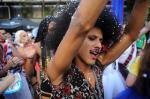 Foliões se divertem no Bloco da Velha, em Caxias do Sul