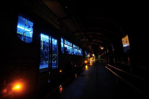 Falta de lâmpadas em paradas de ônibus favorece criminosos em Caxias do Sul Porthus Junior/Agencia RBS