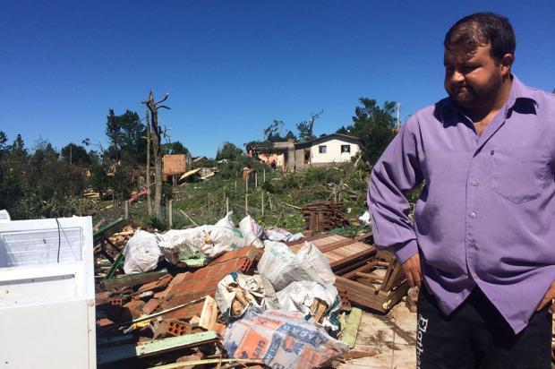 """""""O trabalho de uma vida foi embora em segundos"""", diz morador de São Francisco de Paula após temporal Carolina Klóss / Agência RBS/Agência RBS"""