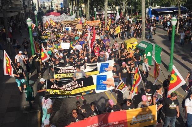 Manifestantes ocupam centro de Caxias do Sul em protesto contra a Reforma da Previdência Porthus Junior/Agencia RBS