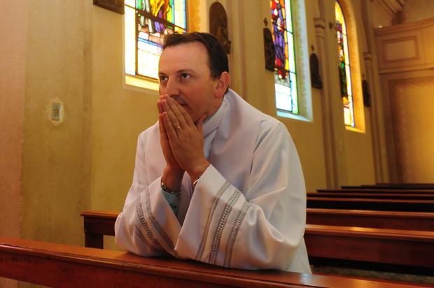 Padre Ezequiel Dal Pozzo ministra palestra nesta quarta-feira em Flores da Cunha Agência RBS/