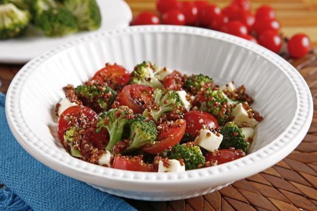 Experimente salada de quinoa com brócolis Unilever/Divulgação