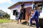 Enquanto os recursos federais não chegam, voluntários ajudam a reerguer São Francisco de Paula (Marcelo Casagrande/Agencia RBS)