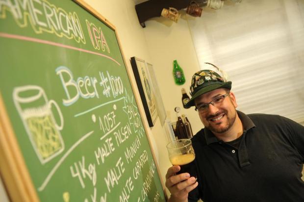 Caxiense que já experimentou 999 cervejas fabrica a milésima para brindar com os parceiros de copo Diogo Sallaberry/Agencia RBS