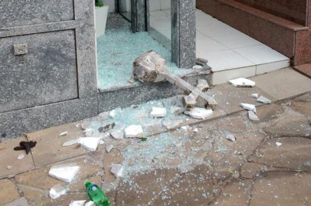 Guarda Municipal promete tomar providências em relação a vandalismo no cemitério, em Caxias Gustavo Trintinaglia/divulgação