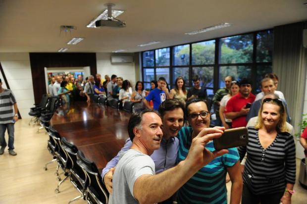 Ato em apoio a prefeito de Caxias do Sul reúne centenas de pessoas Roni Rigon/Agencia RBS