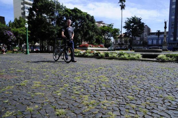 Praça Dante Alighieri, no Centro de Caxias, carece de cuidados Marcelo Casagrande/Agencia RBS