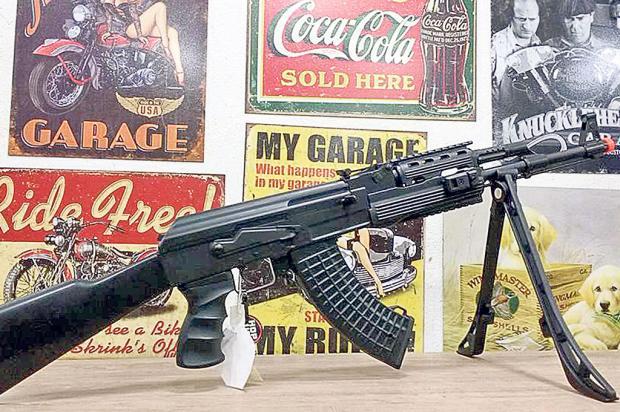 Ladrões podem usar armas de airsotf roubadas em Caxias para outros crimes Celeiro das Armas / Reprodução/Reprodução