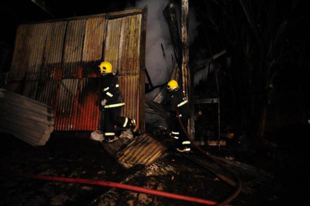 Incêndio atinge depósito no bairro Cristo Redentor, em Caxias do Sul Marcelo Casagrande/Agencia RBS